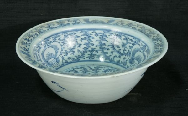 15: ANTIQUE CHINESE BLUE AND WHITE PORCELAIN BOWL