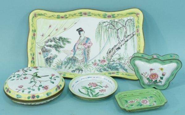 11: MIXED LOT OF FIVE-PIECES OF ENAMELWARE