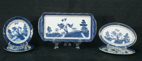 102: FIVE ANTIQUE BLUE WILLOW DISHES BY ROYAL DOULTON