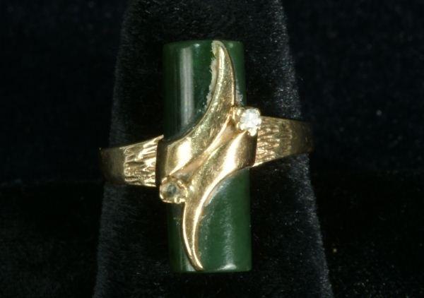 252E: LADIES 10KT GOLD DIAMOND AND JADE BAR RING