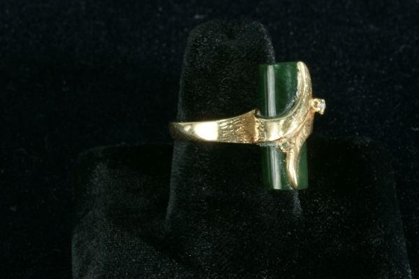 252E: LADIES 10KT GOLD DIAMOND AND JADE BAR RING - 2