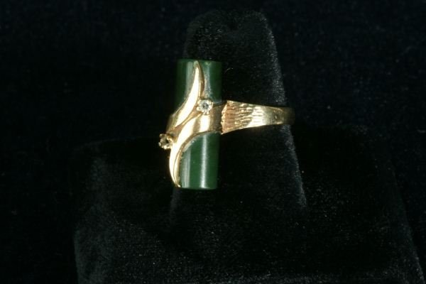 252E: LADIES 10KT GOLD DIAMOND AND JADE BAR RING - 3