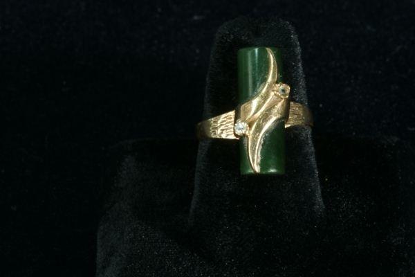 252E: LADIES 10KT GOLD DIAMOND AND JADE BAR RING - 4