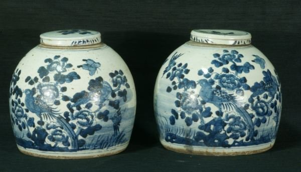 112: PAIR OF CHINESE BLUE AND WHITE  LIDDED JARS