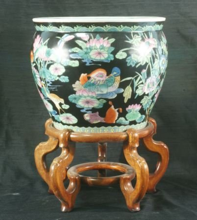15: CHINESE FAMILLE NOIR PORCELAIN JARDINIERE ON STAND