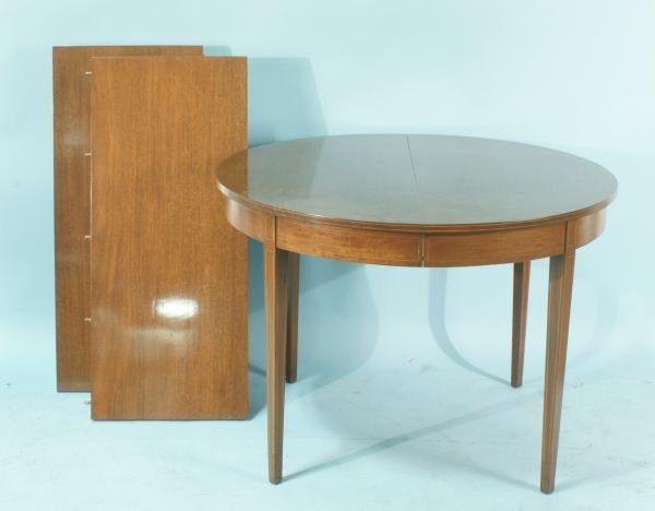 11: MAHOGANY DINING ROOM TABLE WITH TWO LEAVES
