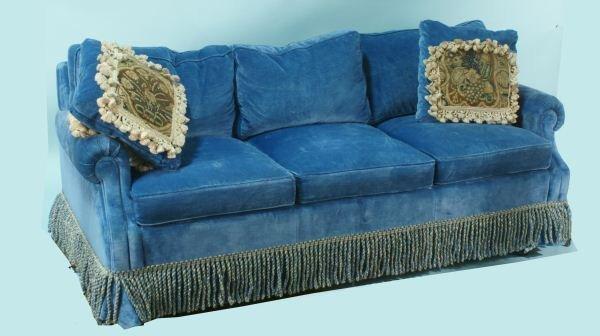 29: BLUE VELVET SOFA SLEEPER WITH TWO ANTIQUE PILLOWS - 2