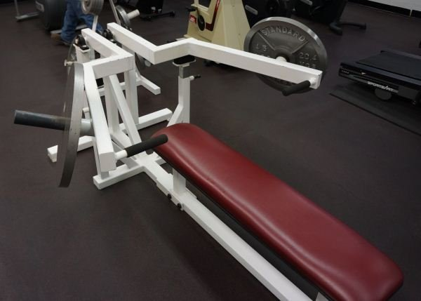 23: BENCH PRESS MACHINE