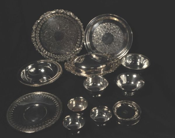 15: LOT OF TWELVE SILVERPLATED SERVING PIECES