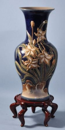 CHINESE PORCELAIN VASE WITH STAND