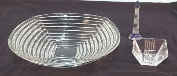 LOT OF THREE GLASS PIECES