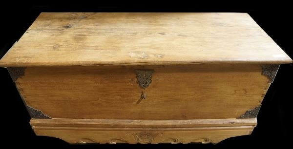 19th CENTURY MEXICAN PINE TRUNK