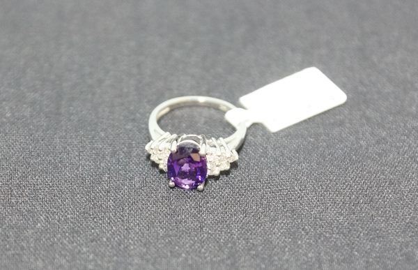 14 KT WHITE GOLD D+/- 0.40 TW CTS AMETHYST RING