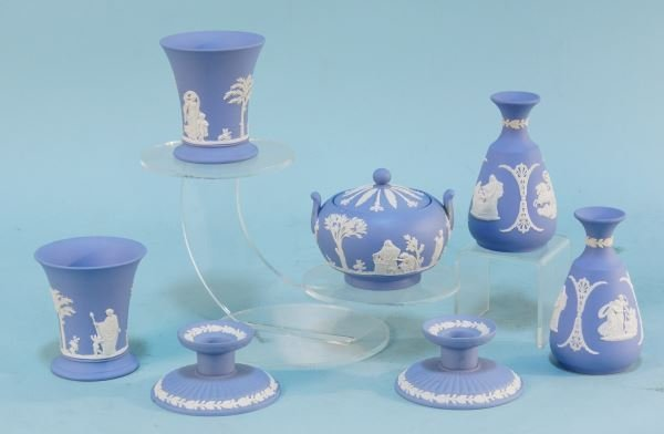 EIGHT-PIECE LOT OF WEDGWOOD