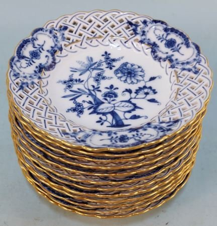 TWELVE 19th CENTURY BLUE ONION MEISSEN PLATES