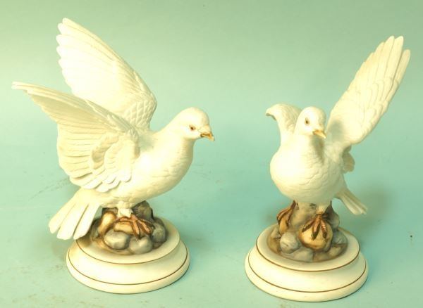 PAIR OF WHITE PORCELAIN DOVES BY ANDREA