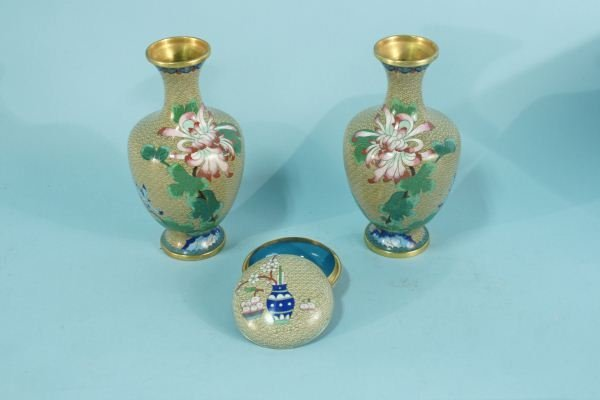 LOT OF THREE BEIGE CLOISONNE PIECES
