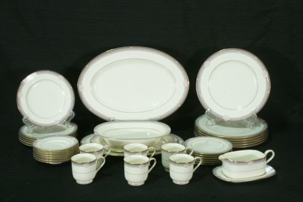 SET OF 36 NORITAKE CHINA PIECES