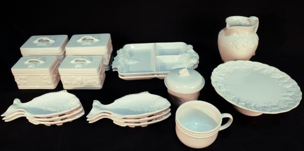 MIXED LOT OF SIXTEEN POTTERY PIECES