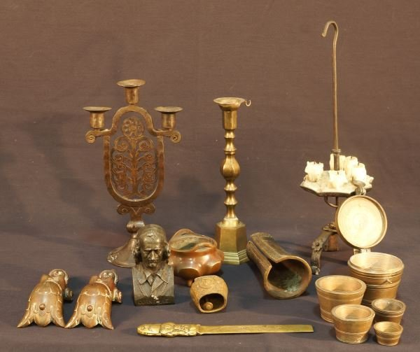MIXED LOT OF ELEVEN BRASS PIECES