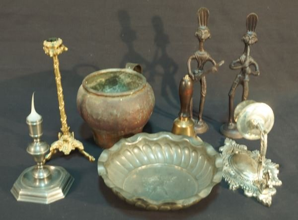 MIXED LOT OF EIGHT BRASS PIECES