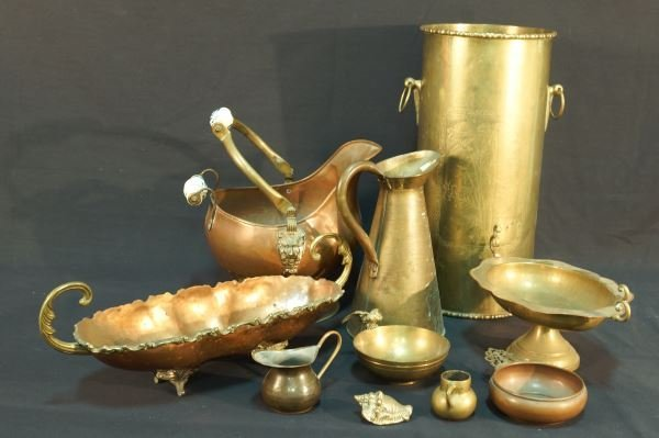 MIXED LOT OF TEN BRASS PIECES