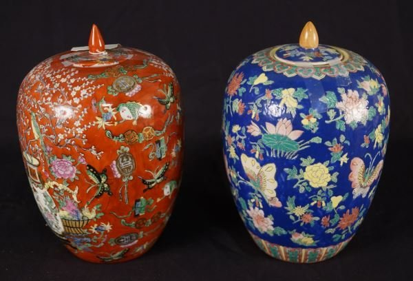 PAIR OF PORCELAIN CHINESE LIDDED JARS