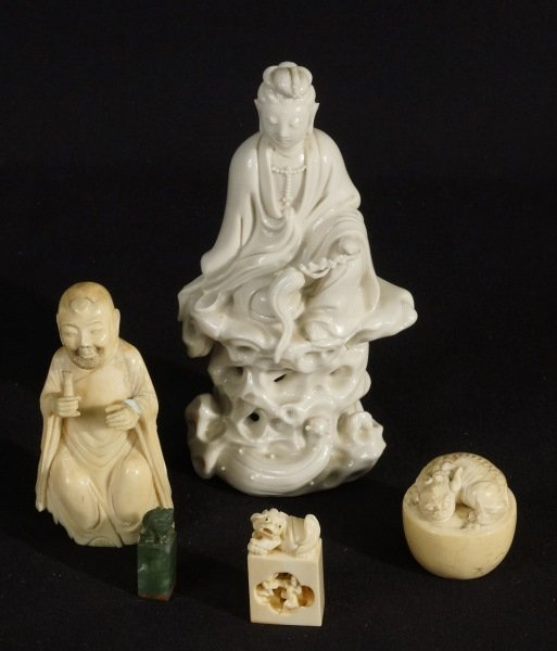 MIXED LOT OF FIVE CHINESE DECORATIVE PIECE