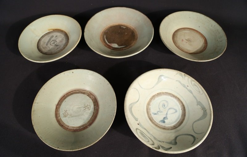 LOT OF FIVE ANTIQUE CHINESE EARTHENWARE PLATES
