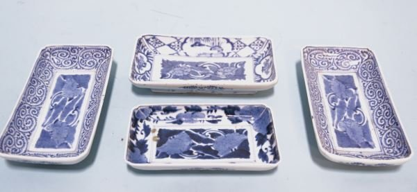 FOUR 19th C. BLUE & WHITE IMARI SASHIMI PLATES