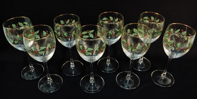 EIGHT CHRISTMAS HOLLY DECORATED WINE GLASSES