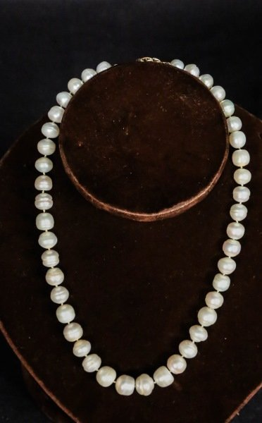 FRESH WATER PEARL NECKLACE WITH 18 KT GOLD CLASP