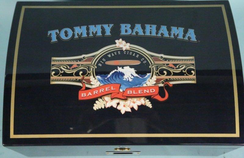 TOMMY BAHAMA HUMIDOR. With cigars. - 2