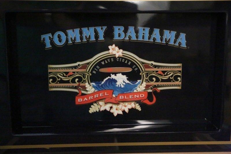 TOMMY BAHAMA HUMIDOR. With cigars. - 4
