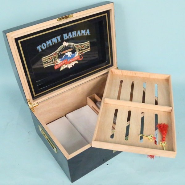 TOMMY BAHAMA HUMIDOR. With cigars. - 5