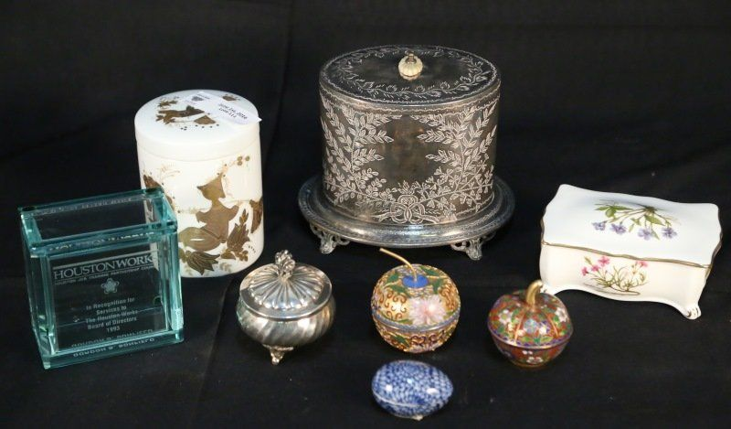 MIXED BOX LOT OF EIGHT DECORATIVE PIECES
