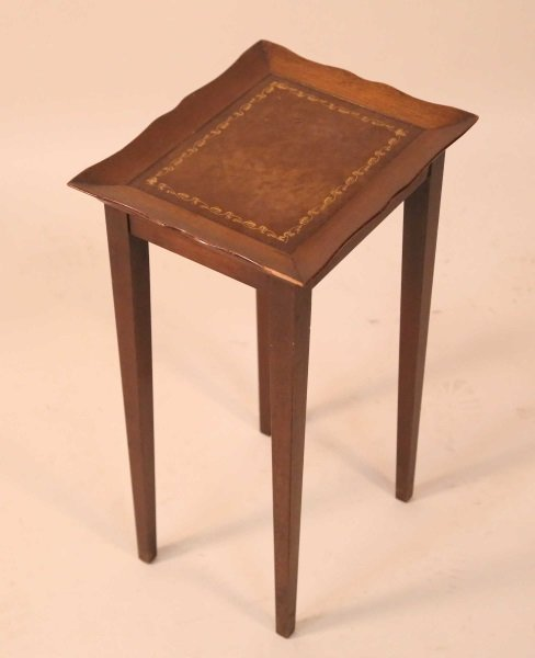 SMALL TABLE & BENCH