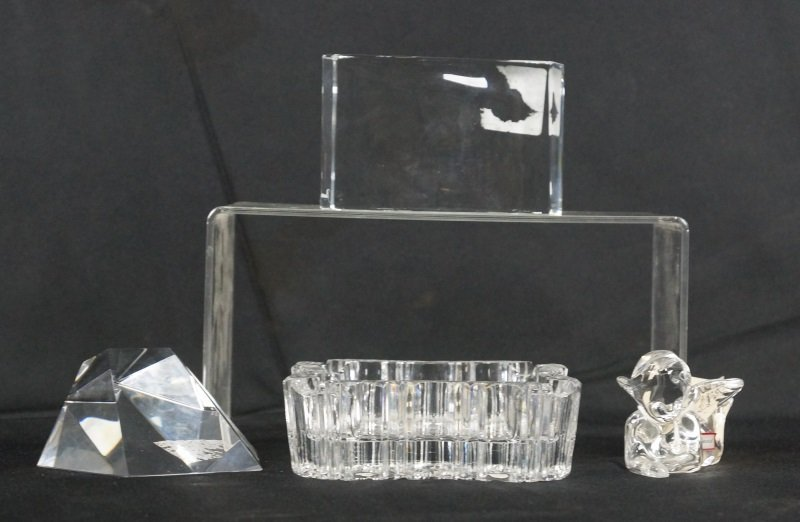 MIXED LOT OF FOUR CRYSTAL PIECES