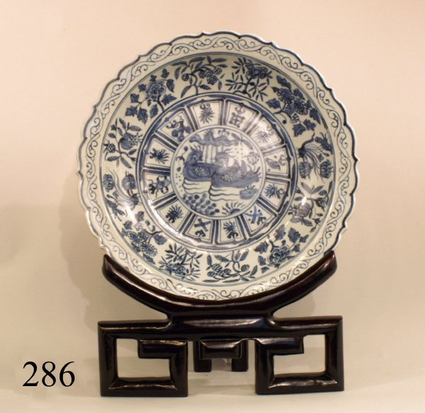 286: LARGE BLUE AND WHITE 19TH CENTURY CHINESE CHARGER