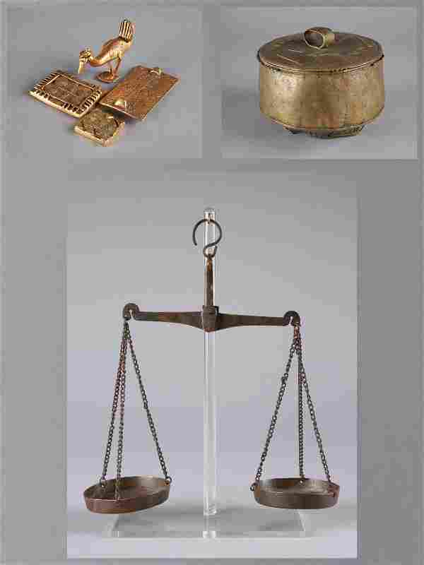 """A Scale, 4 Goldweights and a Container, """"kuduo"""""""