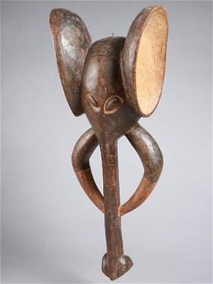 "A Bamileke Maske, ""ntshen"""