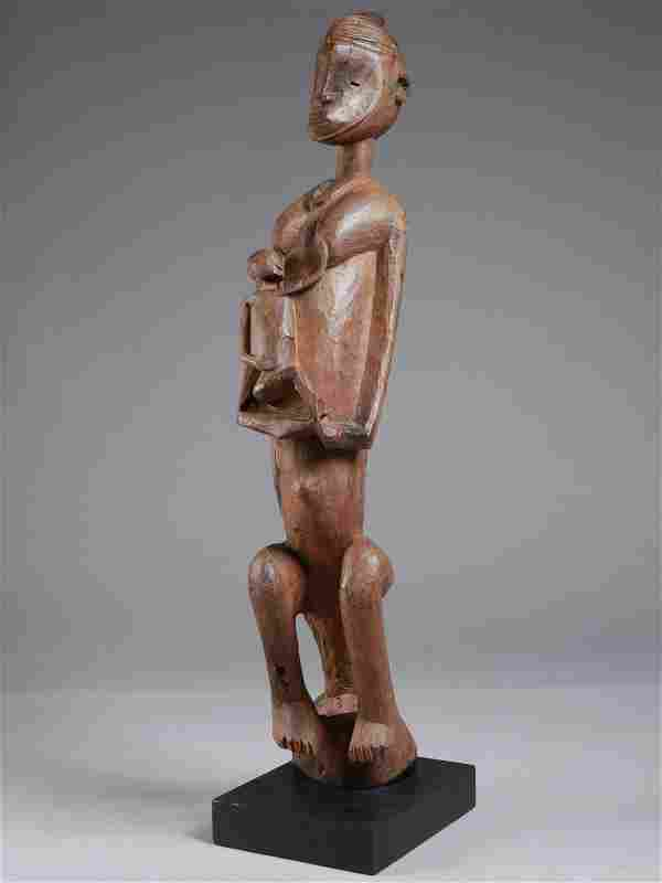 "A Bamana Figure with Child, ""jomooni"" / ""gwan dusu"""