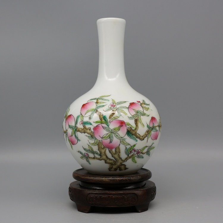 Chinese Republic Period Colorful Porcelain Vase