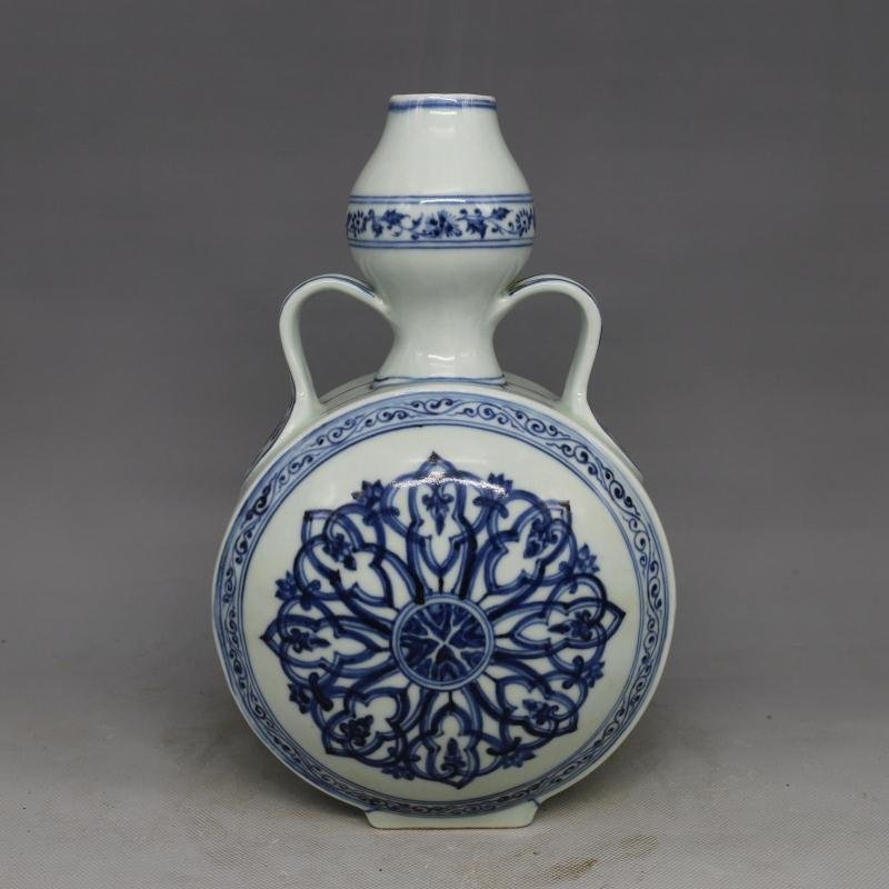 Chinese Ming Dynasty Blue & White Glazed Porcelain Vase