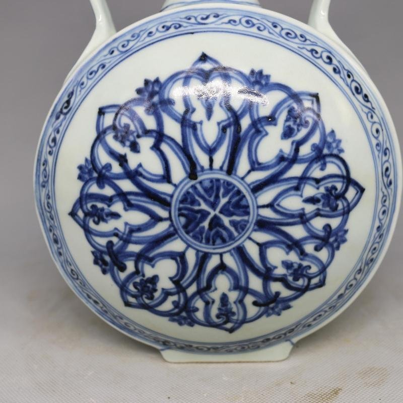Chinese Ming Dynasty Blue & White Glazed Porcelain Vase - 2