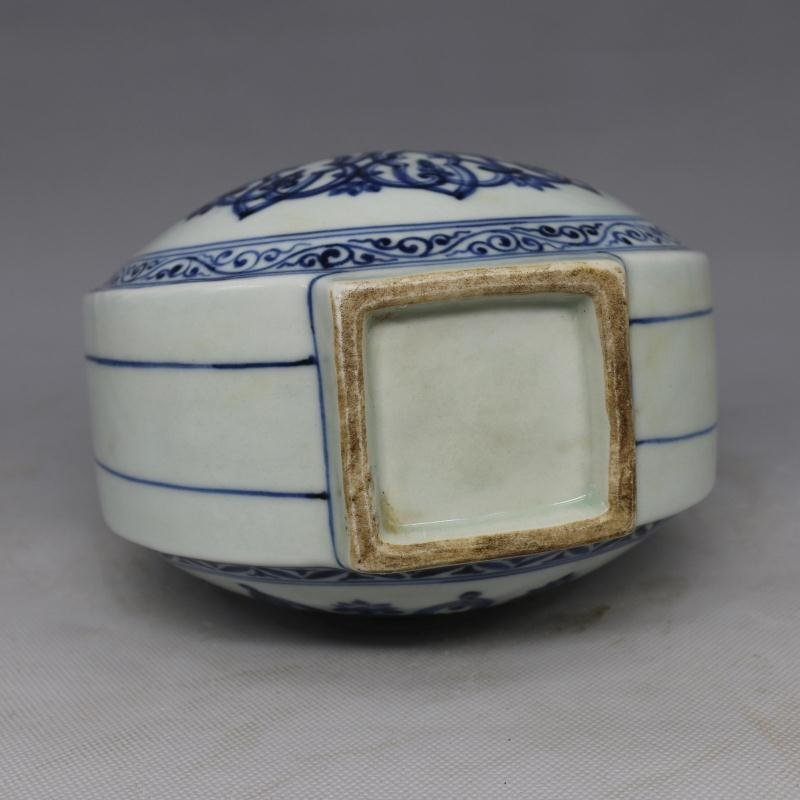Chinese Ming Dynasty Blue & White Glazed Porcelain Vase - 3