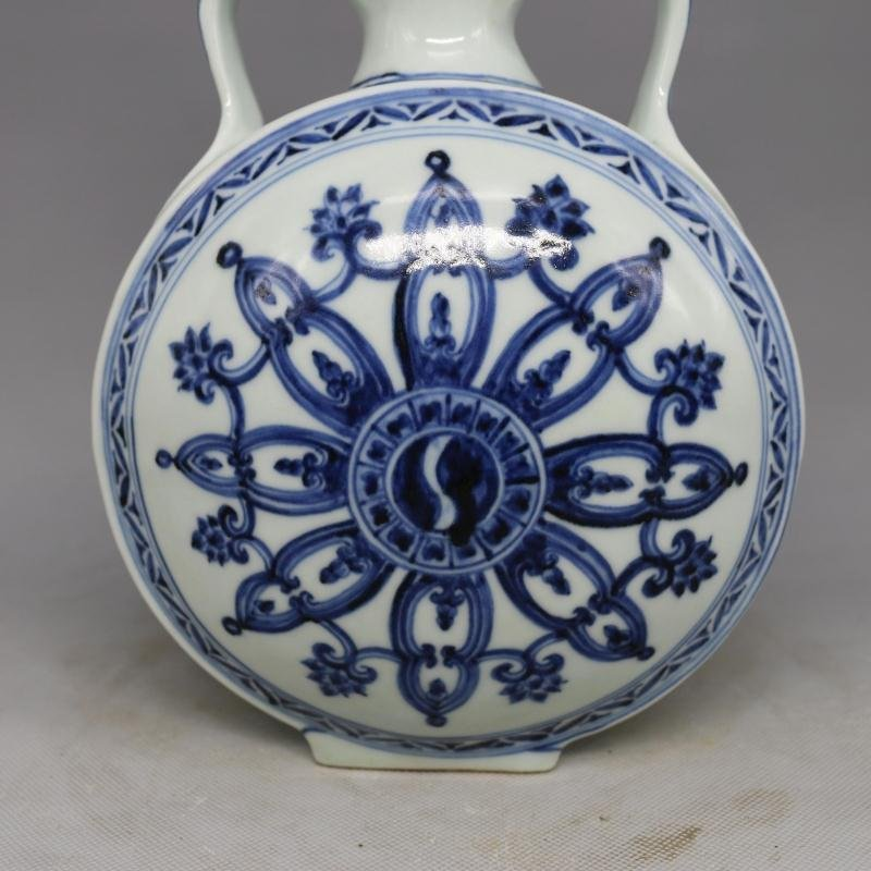 Chinese Ming Dynasty Blue & White Glazed Porcelain Vase - 7