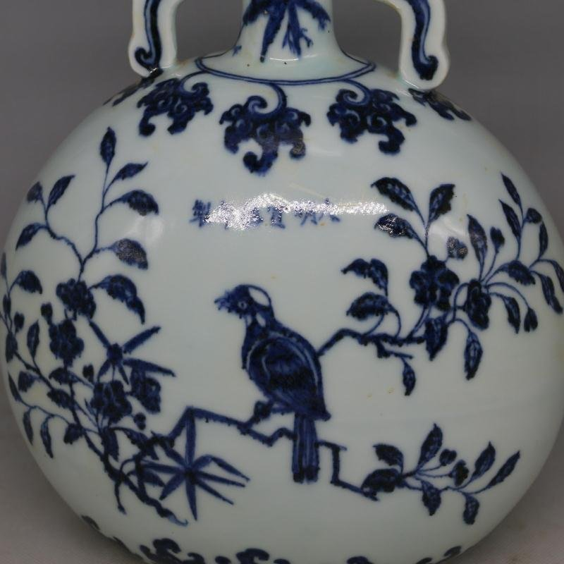 Chinese Ming Dynasty Blue & White Glazed Porcelain Vase - 2