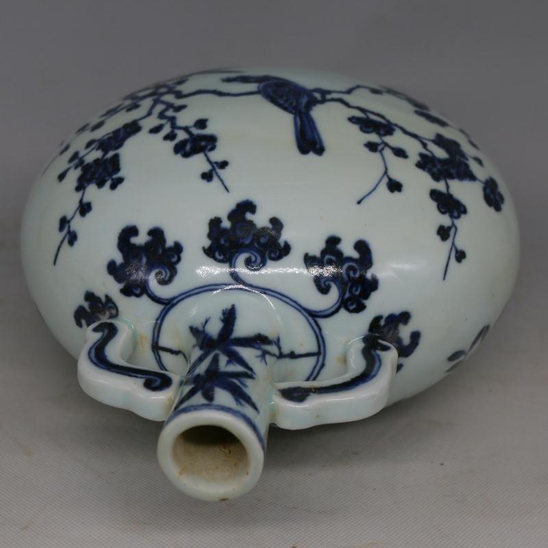Chinese Ming Dynasty Blue & White Glazed Porcelain Vase - 6