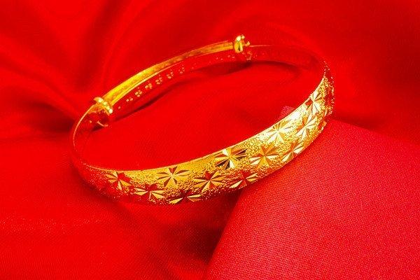 18K Gold Lady Bangle - 3